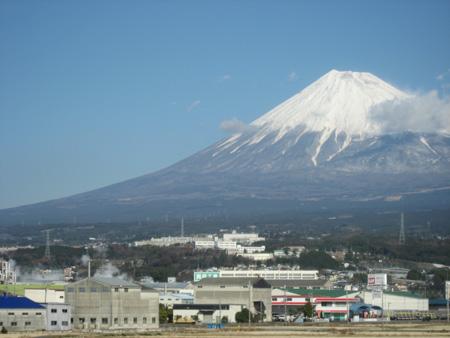 新幹線から眺める富士山