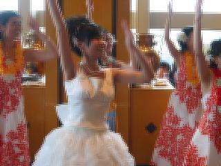 フラダンス(新婦も踊ります)