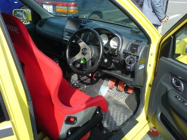 スイスポ運転席