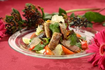 s-秋刀魚の燻製と完熟トマトのサラダ_13915