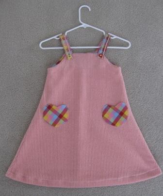 ピンクジャンパースカート全体