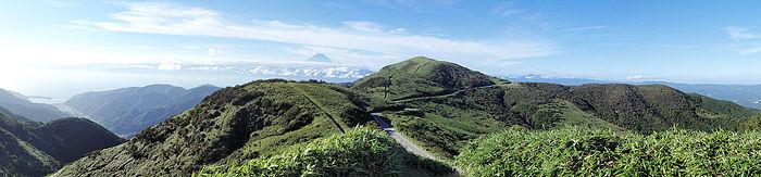700px-Mount_Daruma_Panorama_20100718.jpg