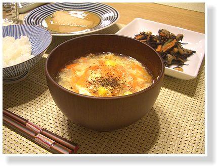 タマネギと卵の中華風スープ