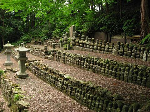 北条仲時以下432名墓所