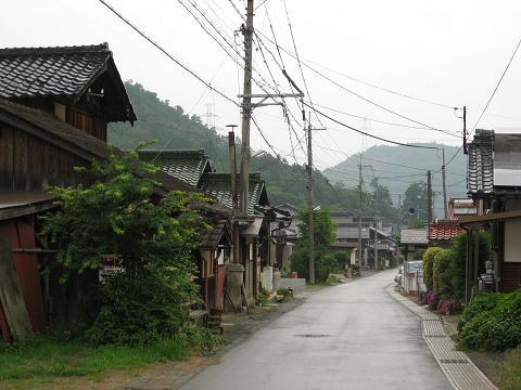 西番場を行く旧中山道