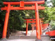 稲荷神社に続く鳥居