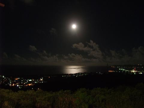 サンエーなかぐすく店からの月夜景
