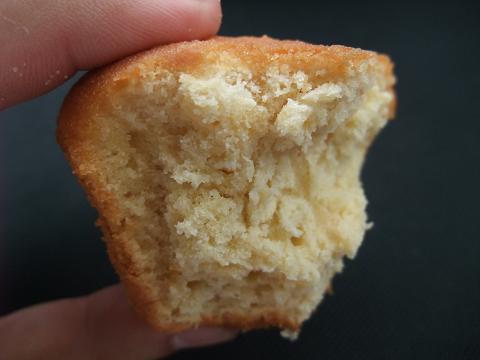 zazou - ザズー (レモンのカップケーキ) かじった