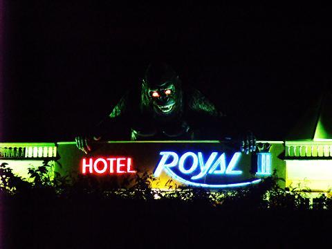 HOTEL Royal ? 夜 キングコング 高速から
