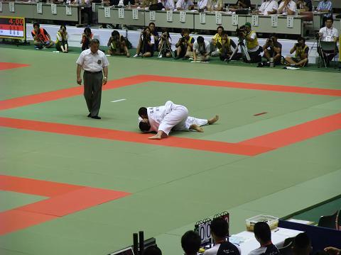 柔道競技 男子団体決勝戦 国士舘 (東京) vs 東海大相模 (神奈川) 優勝決定の瞬間