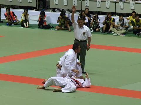 柔道競技 男子団体決勝戦 国士舘 (東京) vs 東海大相模 (神奈川) 優勝の勝ち名乗り
