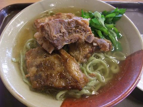 我部祖河食堂 (がぶそが) ソーキそば よもぎ麺