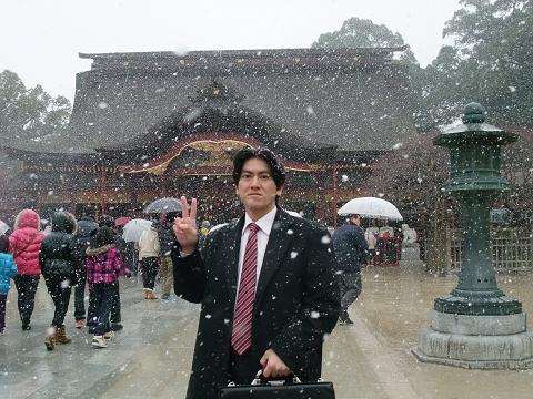 太宰府天満宮 雪景色をバックに