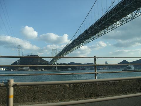 関門橋 橋の下から