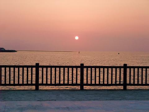 宜野湾マリーナからの夕日 10 (Sun) April 2011