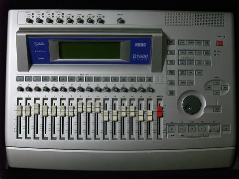 KORG D1600