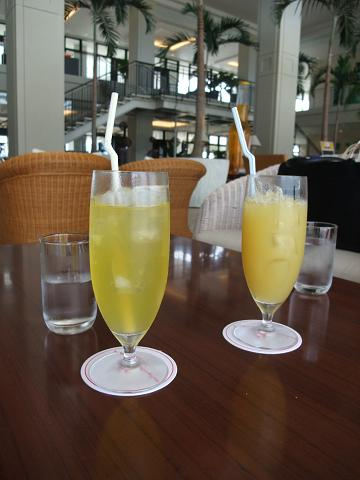 サザンビーチホテル&リゾート (Southern Beach Hotel  Resort OKINAWA) フロントカフェ シークヮーサージュース&パイナップルジュース