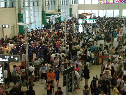 台風9号 2011 那覇空港 6 (Sat) Aug 2011