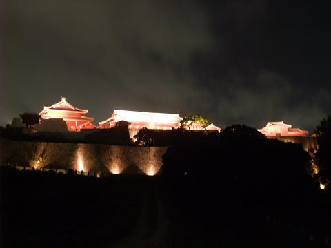 県立芸大から見る首里城の夜景