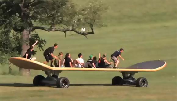 巨大スケートボード