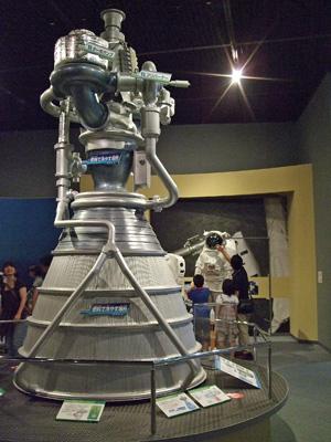ロケットのエンジンと宇宙服