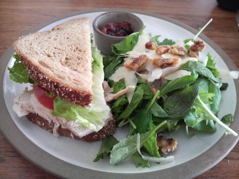 ターキーサンドイッチ&サラダ