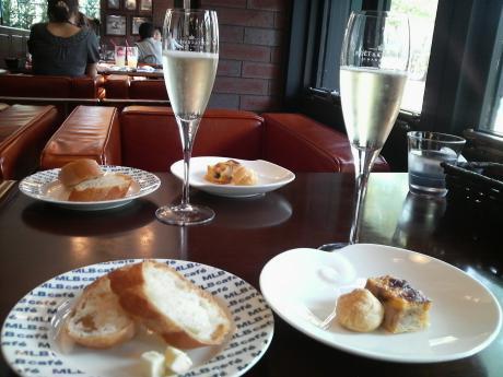 前菜とスパークリングワイン