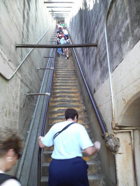 この階段はきつい