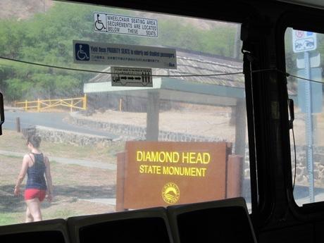 ダイヤモンドヘッド登山道入り口