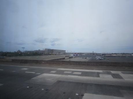 空港を過ぎ