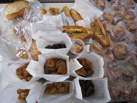 ポンパドールとドンクのパン