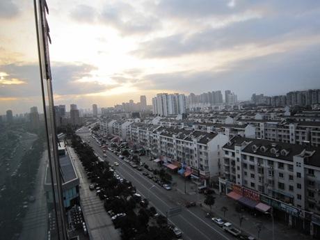 ホテルの部屋から朝の景色