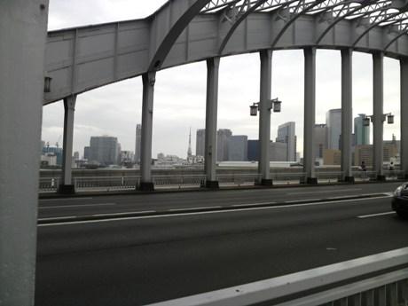 左に東京タワー