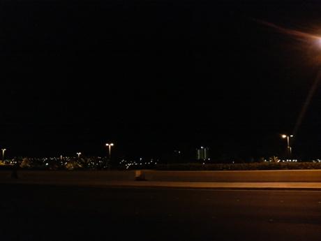 外は真っ暗なんですけど・・・