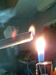 たばこと火