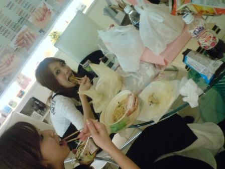 VINGT NAIL  練習前の お食事