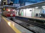 博多駅に入ってくる「はやぶさ」