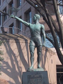 東村山市役所「体育の像」