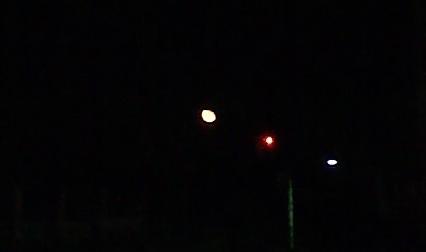 車内から月を撮影