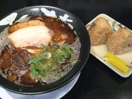 黒ラーメン&牛飯
