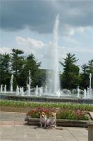 噴水の前でニッコリ (*^^*)