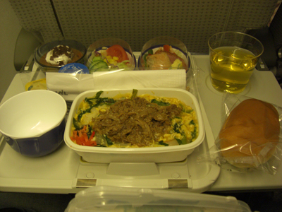 機内食はビーフ。