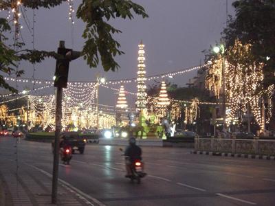 タイの街中はお正月装飾でめちゃきれい。