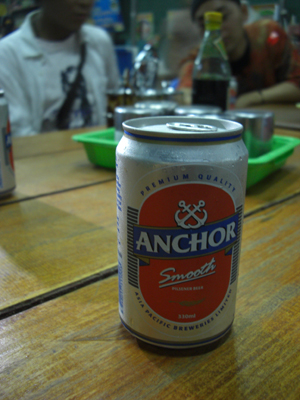 カンボジアのビール。このほかにも「ABCビール」ってのがあってカンボジアの黒ビール。