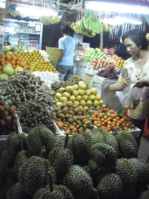 果物屋さんが異様に多い。