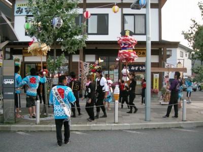 田沢湖駅前のまつり(生保内神社)