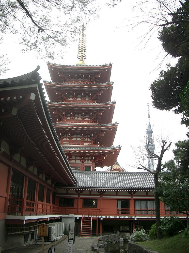 五重の塔とスカイツリー