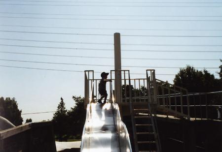 一人で滑り台