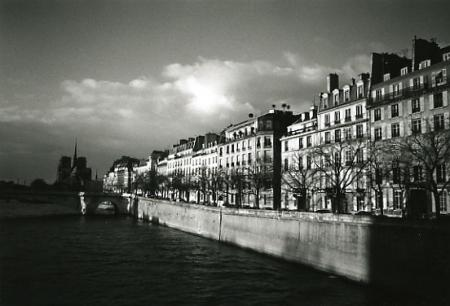 川沿いの街