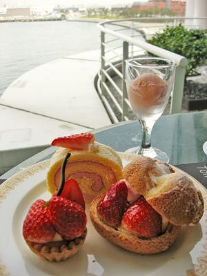 ヨコハマ グランド インターコンチネンタル ホテル 2階マリンブルー「ストロベリーパラダイス」